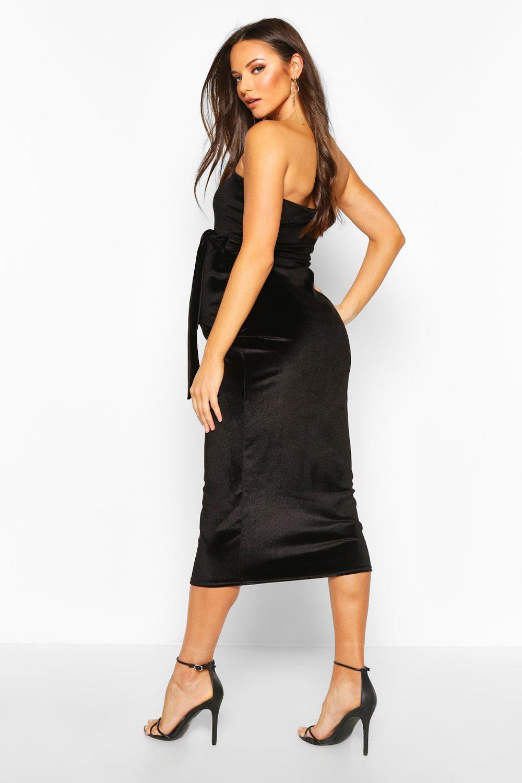 Boohoo   Облегающее бархатное платье миди в стиле бандо для беременных   Clouty