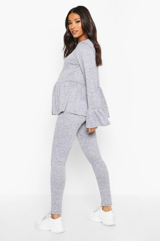 Boohoo | Сет одежды для отдыха для беременных с рюшами | Clouty