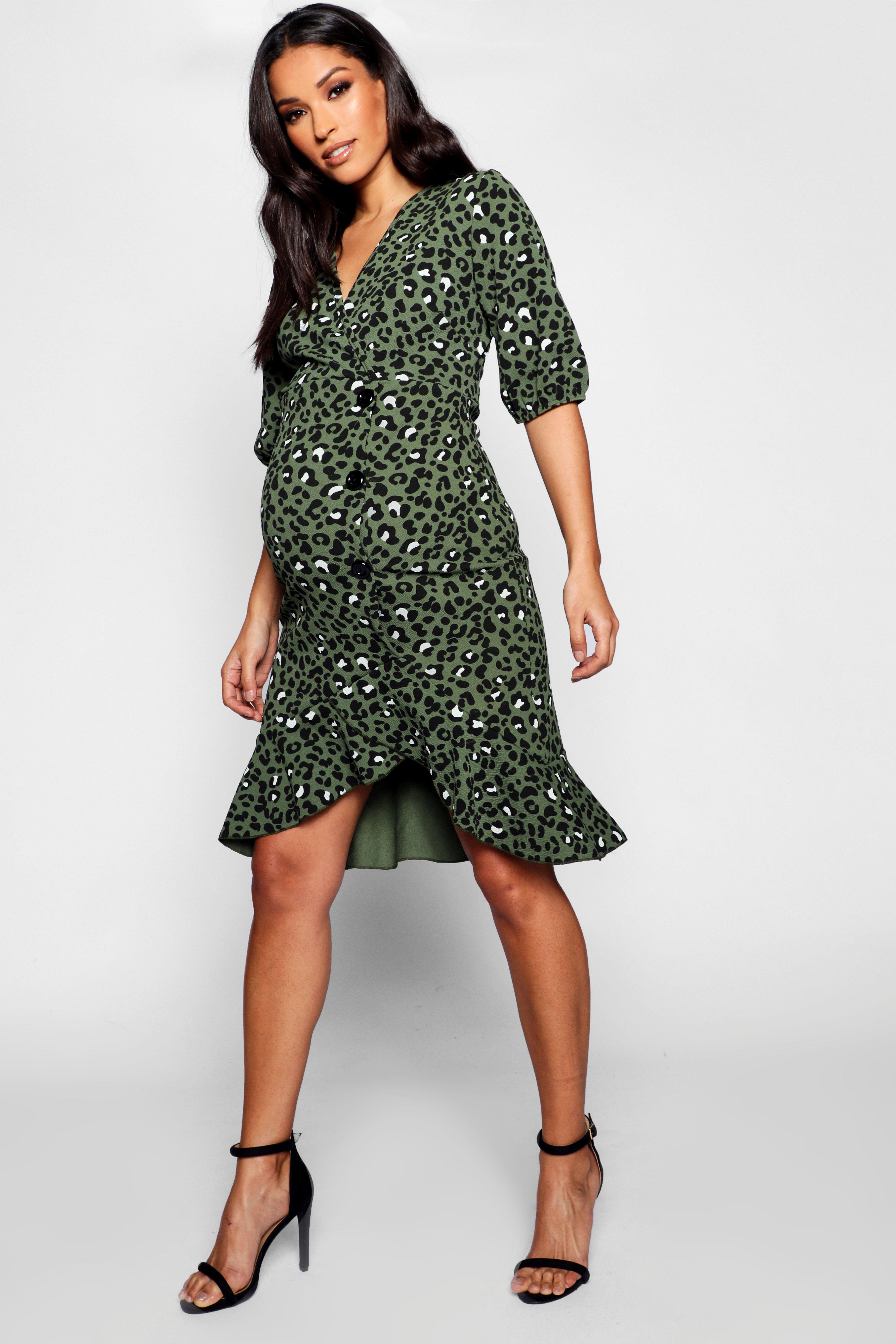 Boohoo | Платье миди с оборками для беременных с леопардовым принтом на роговых пуговицах | Clouty