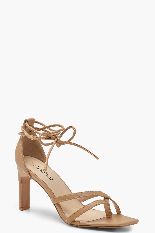 Boohoo | Туфли на каблуке с квадратным носком и ремешками вокруг ноги | Clouty