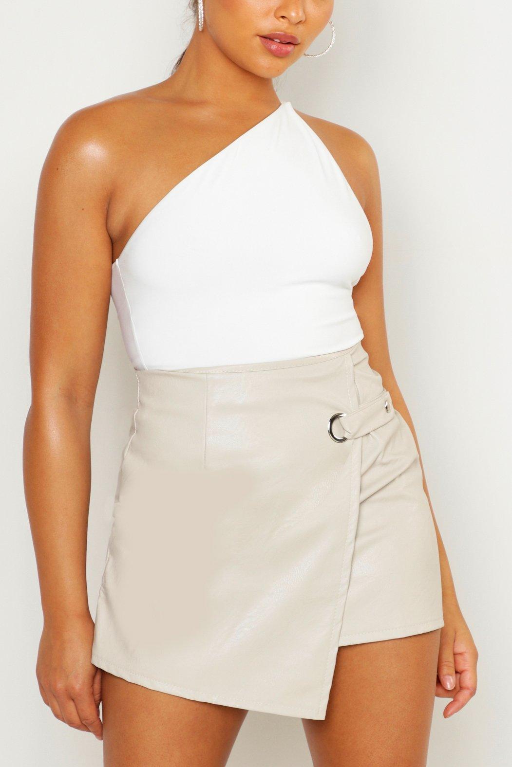 Boohoo   Мини-юбка из искусственной кожи с запахом спереди   Clouty