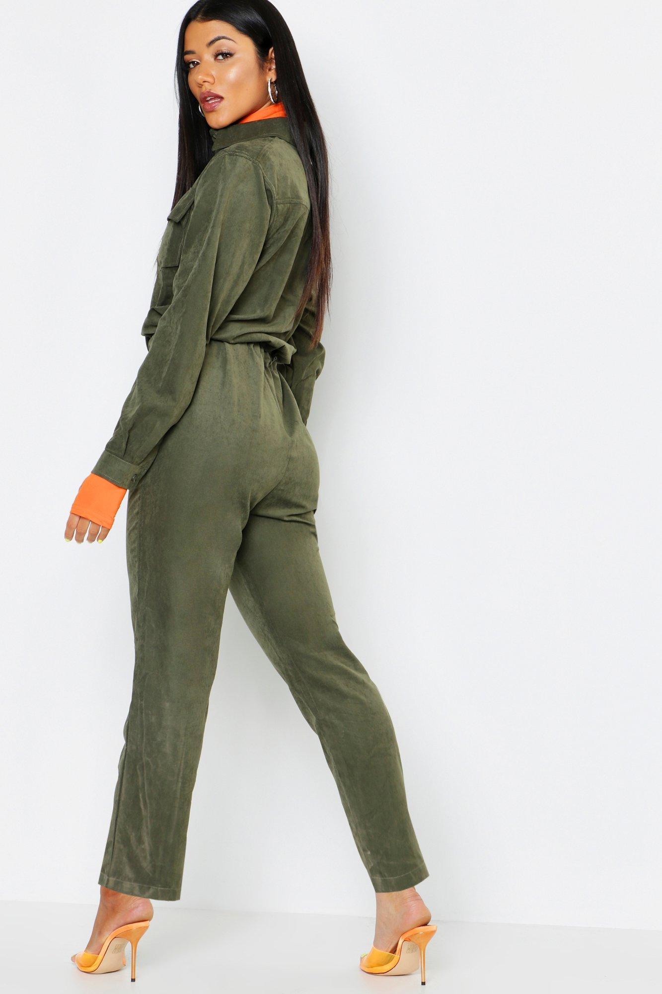 Boohoo | Практичный комбинезон с брюками-карго из ткани под замшу | Clouty