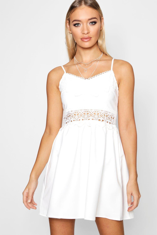 Boohoo | Свободное платье с вышивкой | Clouty