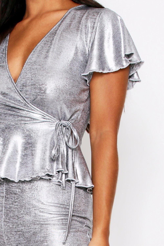Boohoo | Металлизированный сет одежды для отдыха с баской | Clouty