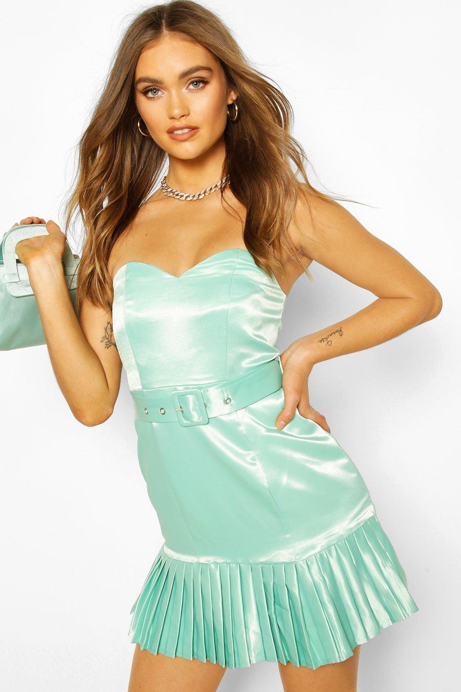 Boohoo | Коллекция одежды для мероприятий: атласное платье мини в стиле бандо с поясом | Clouty