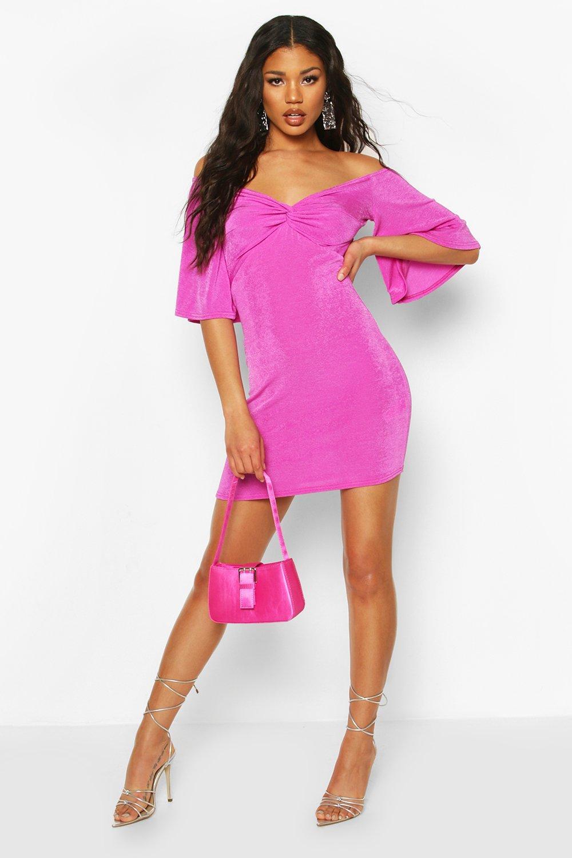 Boohoo   Текстурированное облегающее платье мини с открытыми плечами и перекрутом   Clouty