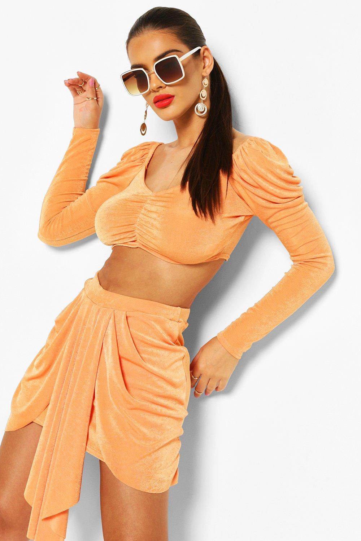 Boohoo | Комплект: обтягивающий кроп-топ с пышными рукавами и драпированная юбка | Clouty