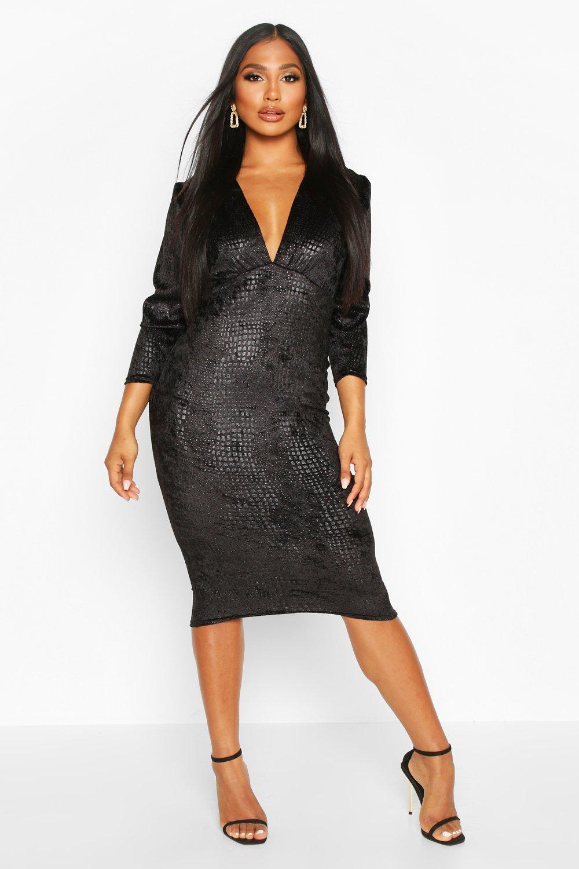 Boohoo | Бархатное платье миди с тиснением под крокодила и оборками | Clouty