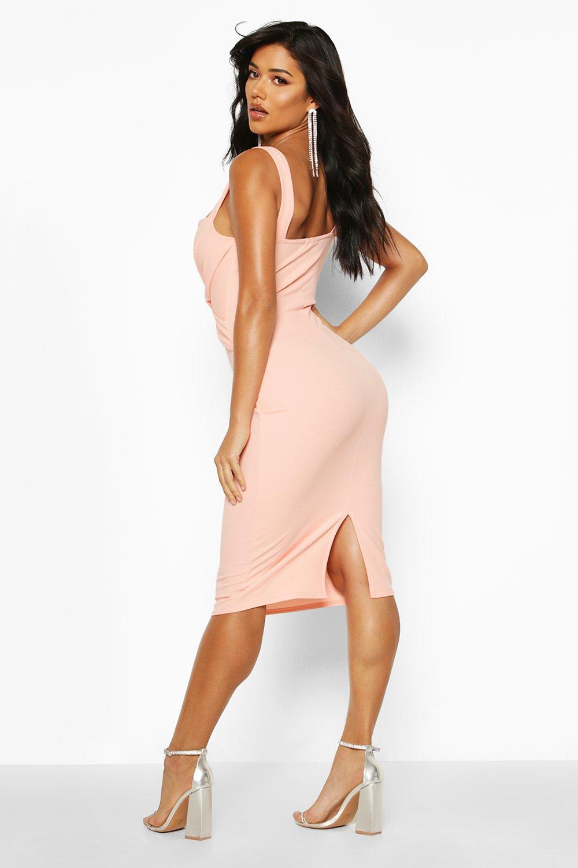 Boohoo   Облегающее миди-платье с запахом спереди   Clouty