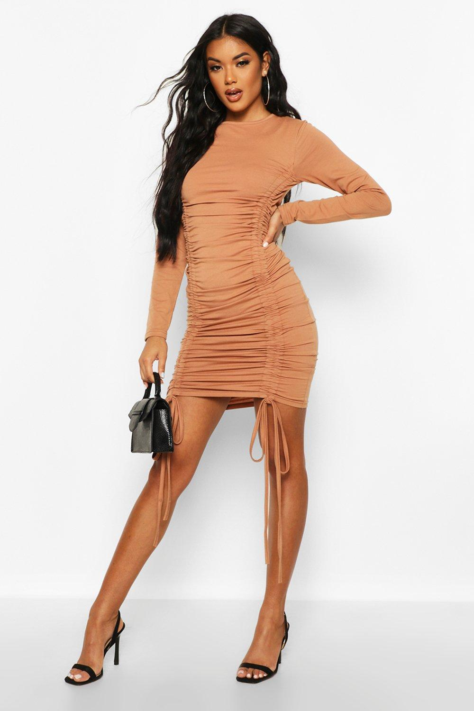 Boohoo | Трикотажное платье с рюшами | Clouty