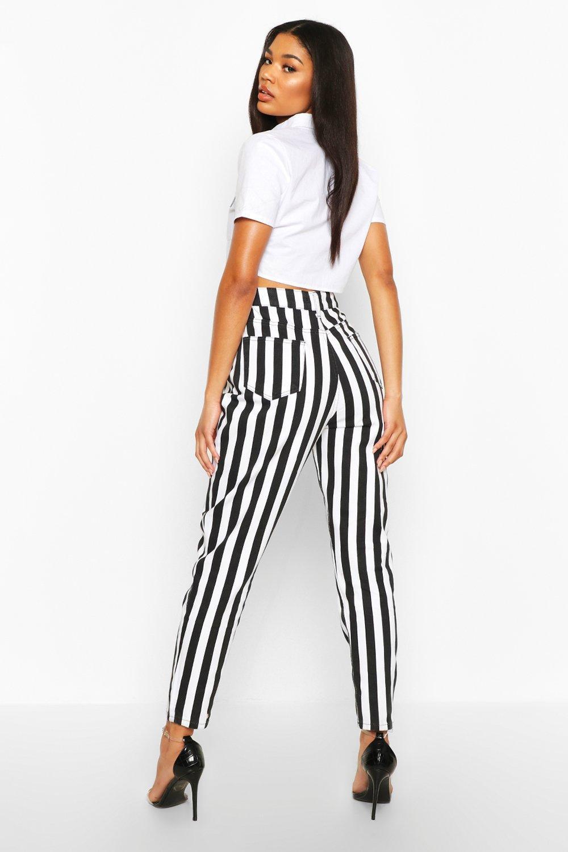 Boohoo | Черно-белые «мамины» джинсы с высокой посадкой в полоску | Clouty