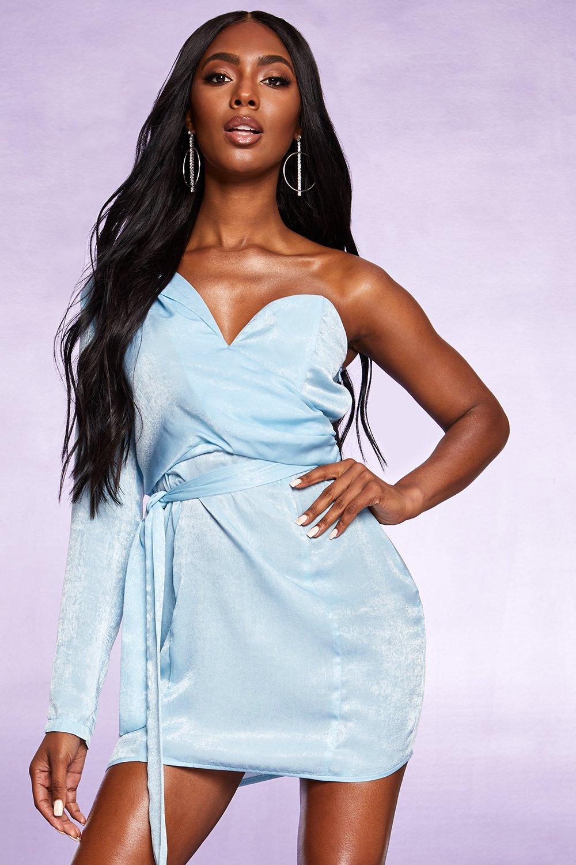 Boohoo | Атласное платье с открытым плечом | Clouty