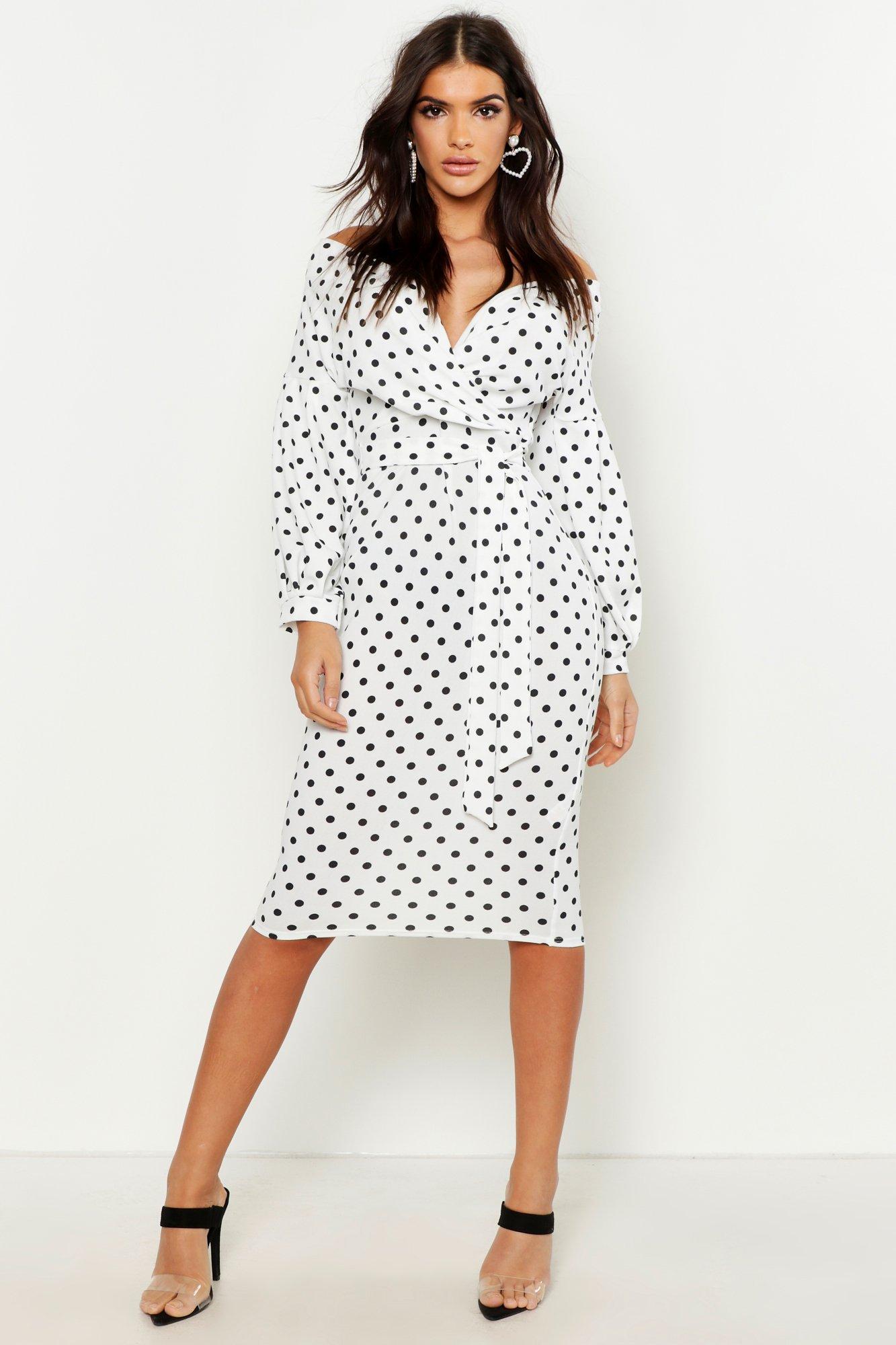 Boohoo | Платье миди с открытыми плечами с запахом в горошек | Clouty