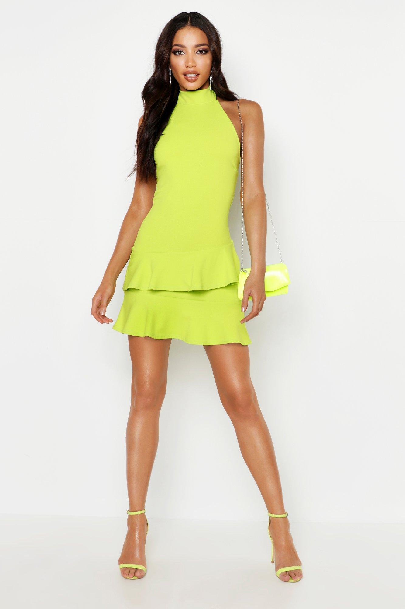 Boohoo | Мини-платье с двойными оборками и американской проймой | Clouty