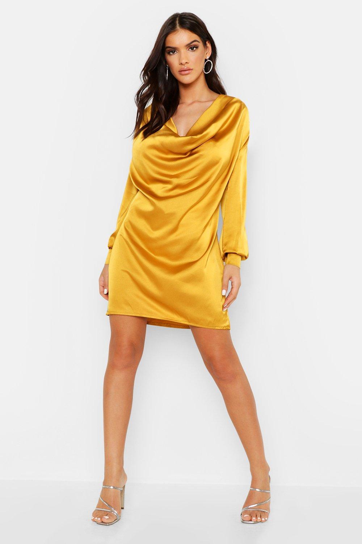 Boohoo | Платье-футляр из атласа с глубоким воротником-хомутом | Clouty