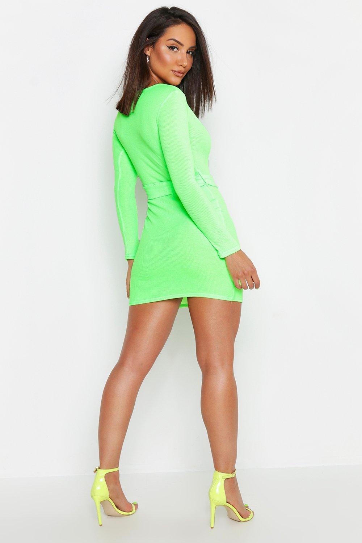 Boohoo | Неоновое облегающее платье с поясом, квадратным вырезом и в рубчик | Clouty