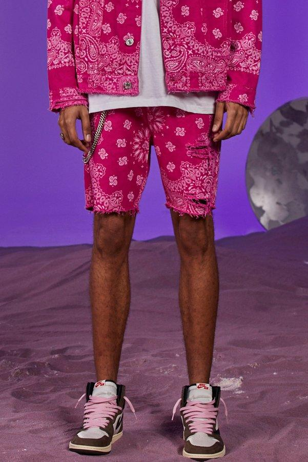 Boohoo   Slim Fit Bandana Print Denim Shorts With Chain   Clouty