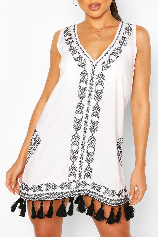 Boohoo | Пляжное платье с вышивкой и кисточками | Clouty