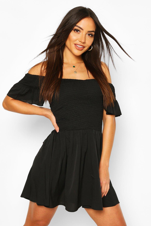 Boohoo   Оборчатое пляжное платье мини с вырезом лодочкой   Clouty