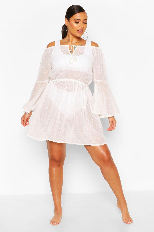 Boohoo   Из коллекции «Плюс сайз»— Пляжное платье с открытыми плечами из ткани добби   Clouty