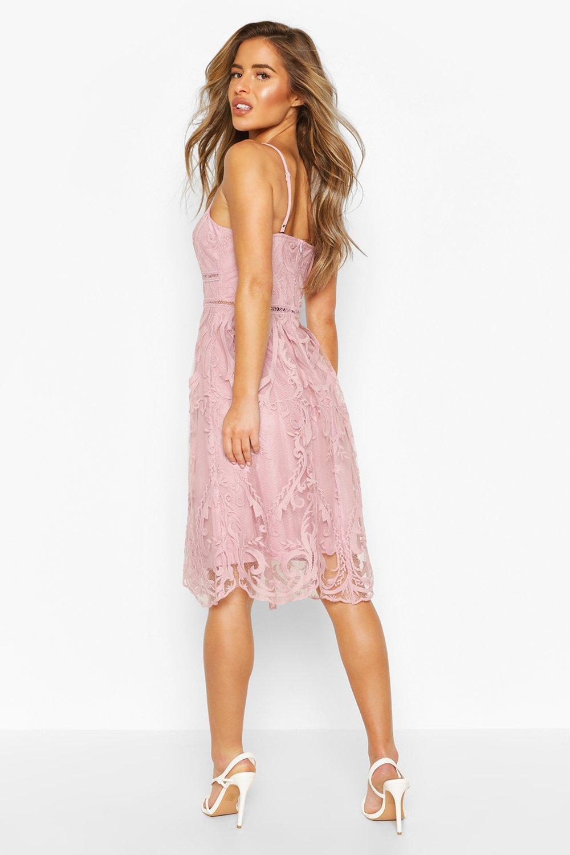 Boohoo | Из коллекции «Petite»— Кружевное платье миди Premium | Clouty