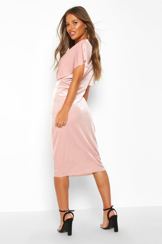 Boohoo   Petite — Бархатное миди платье с перекрученной отделкой спереди   Clouty