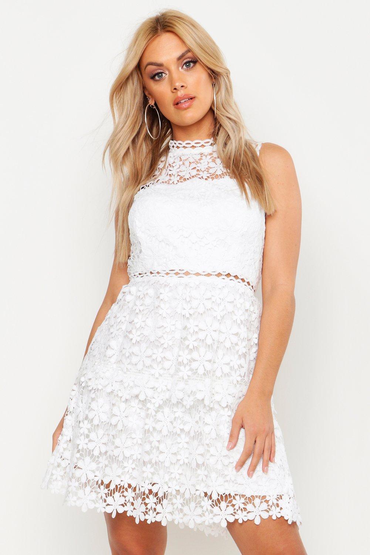 Boohoo   Короткое кружевное платье с ярусами большого размера   Clouty