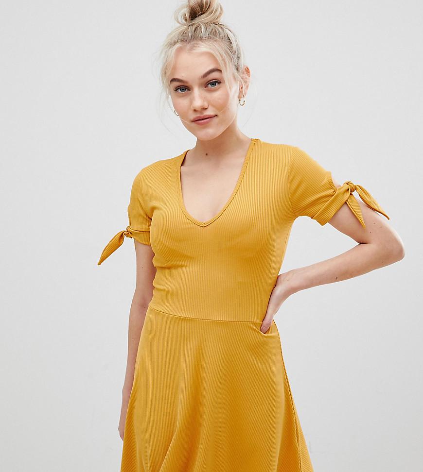 Miss Selfridge | Желтое платье в рубчик с завязками на рукавах Miss Selfridge Petite - Желтый | Clouty