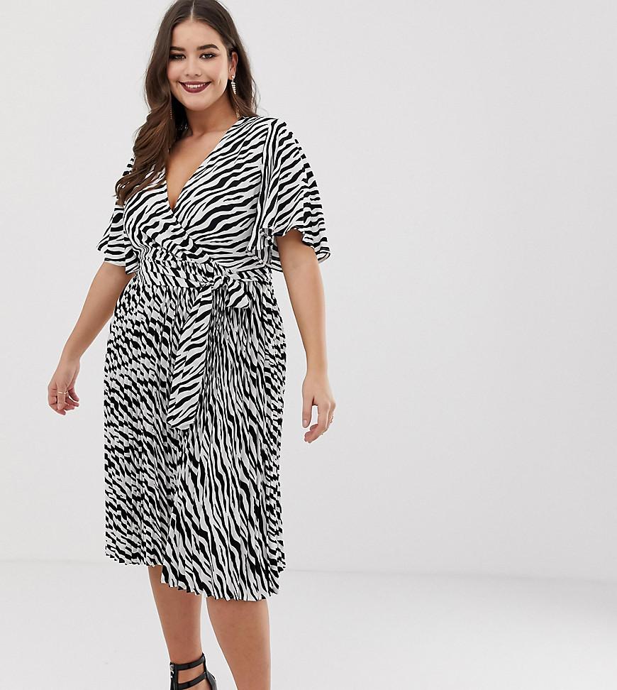 PrettyLittleThing   Плиссированное платье миди с зебровым принтом PrettyLittleThing Plus - Мульти   Clouty