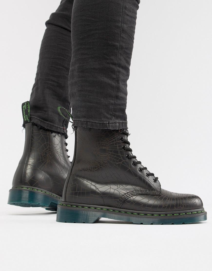 Dr. Martens | Черные ботинки с отделкой в виде черепа и 8 парами люверсов Dr Martens 1460 - Черный | Clouty