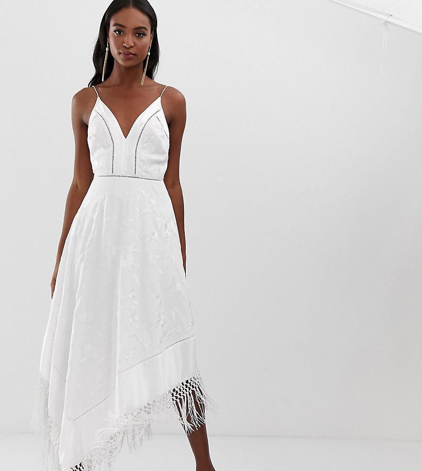 ASOS | Платье миди на бретельках с цветочной вышивкой и бахромой ASOS DESIGN Tall - Белый | Clouty