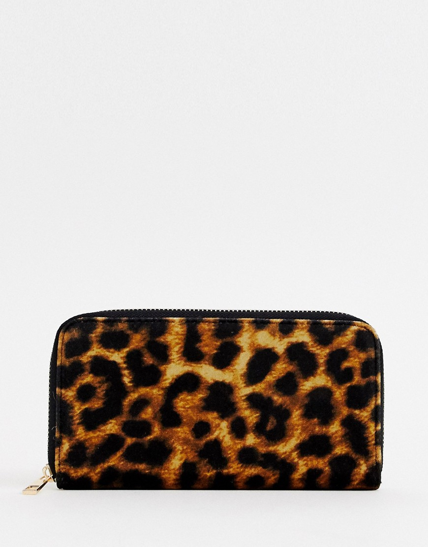 New Look | Бархатная сумочка с леопардовым принтом New Look - Коричневый | Clouty