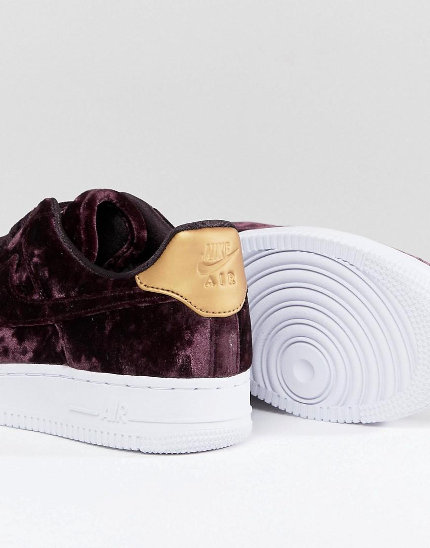 NIKE | Бордовые бархатные кроссовки Nike Air Force 1 '07 - Красный | Clouty