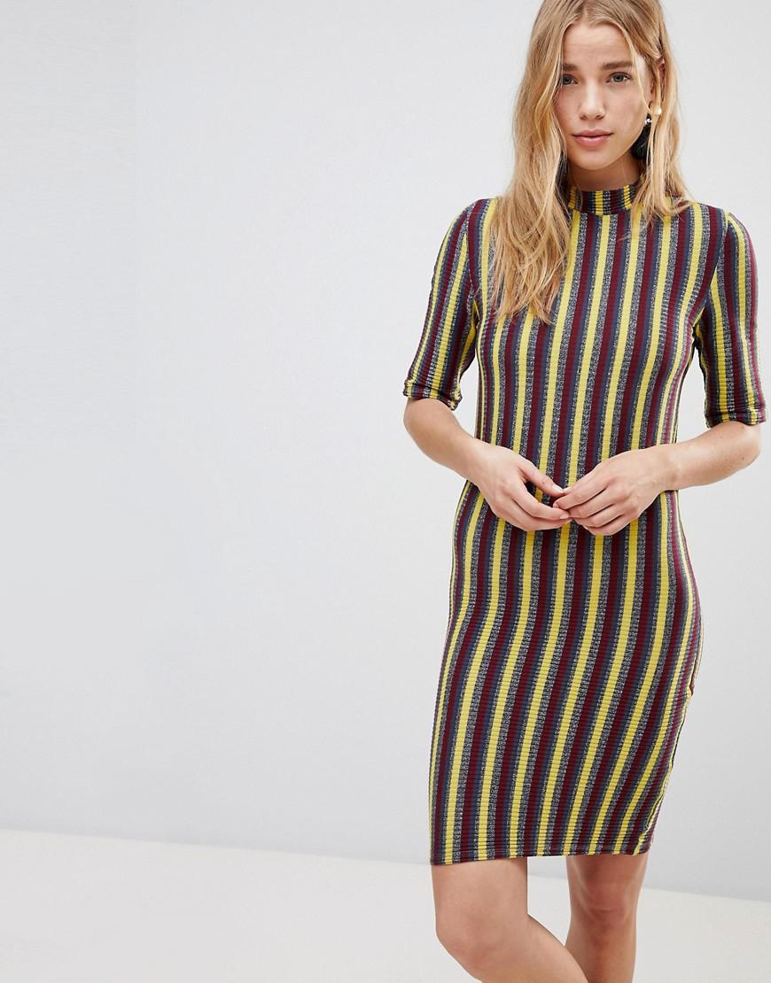 могут быть платье в полосочку фото узлом