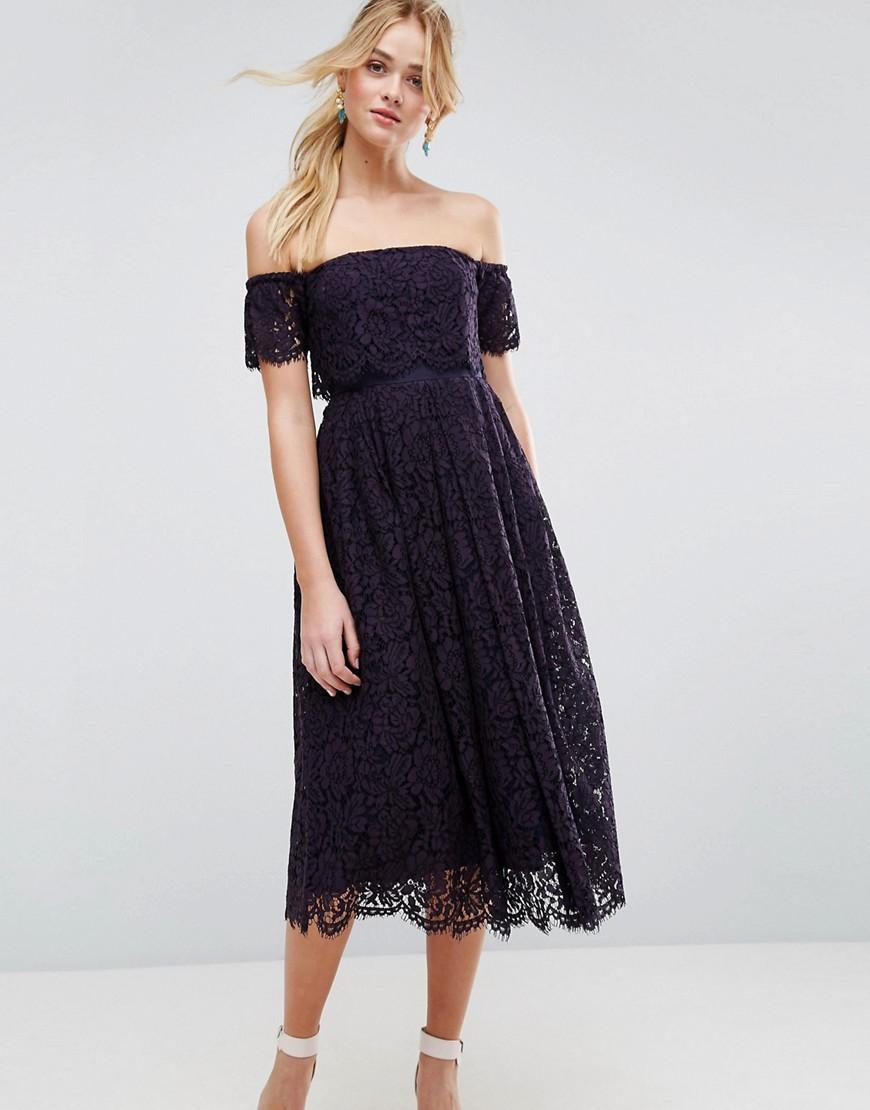 8768fefeb73 Платье миди на выпускной с открытыми плечами и кружевными вставками ...