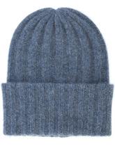 Фото вязаная шапка-бини в рубчик