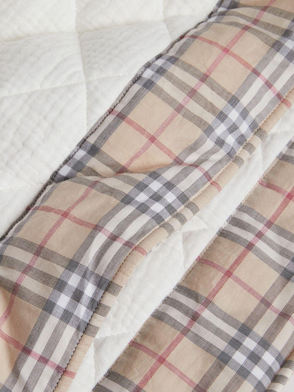 Burberry Kids | Burberry Kids стеганое одеяло в клетку Vintage check | Clouty