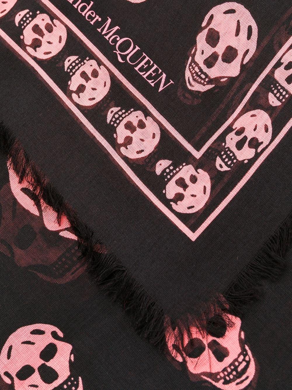 Alexander McQueen   шарф с принтом черепов   Clouty
