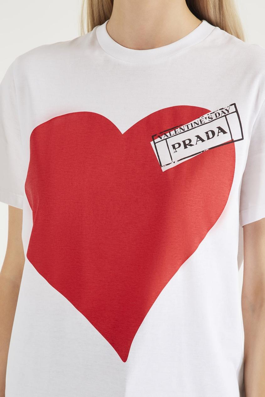 PRADA   белый Белая футболка с принтом сердца   Clouty
