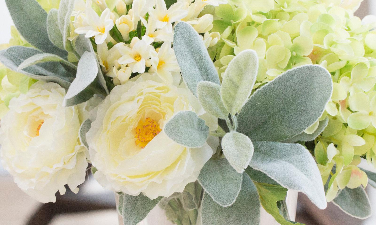 Inmyroom | Композиция из искусственных цветов - салатовая гортензия, ранункулюсы, агапантус | Clouty