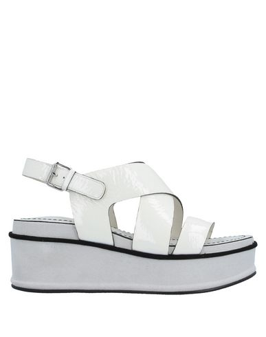 Elvio Zanon | Слоновая кость Женские сандалии ELVIO ZANON эффект лакировки | Clouty