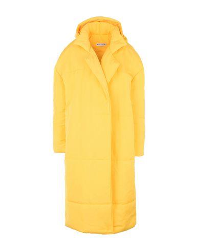 NOUS ETUDIONS   Желтый Женская желтая куртка NOUS ETUDIONS Nous Etudions ставит перед собой амбициозную задачу – стать 100% эко-дружелюбной компанией. Для этого бренд ежедневно контролирует производственный процесс   Clouty
