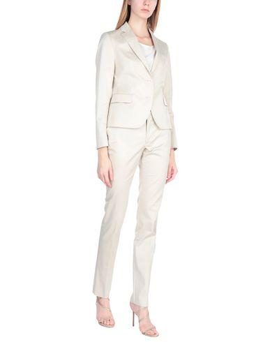 Tagliatore 0205   Женский бежевый классический костюм TAGLIATORE 02-05 Твил   Clouty