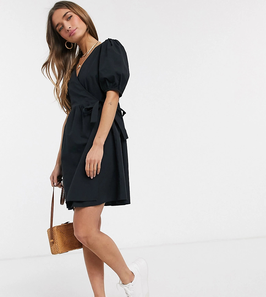 New Look   Черное платье мини из поплина с запахом New Look Petite-Черный   Clouty