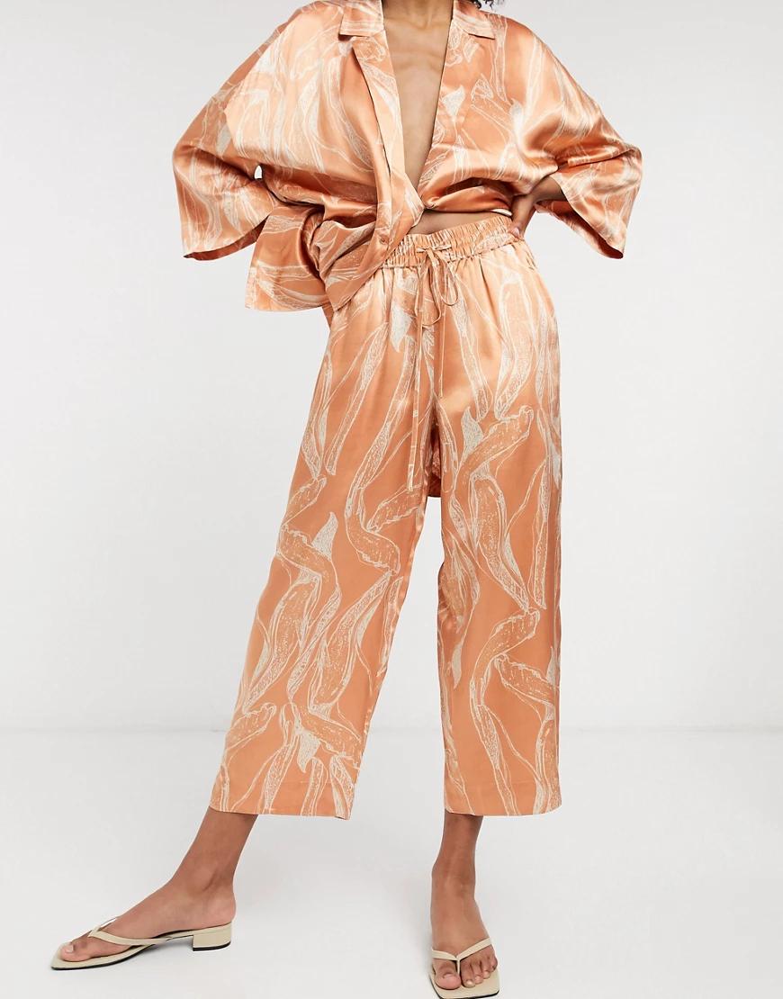 Selected   Атласные укороченные брюки с абстрактным принтомSelected Fеmmе-Мульти   Clouty