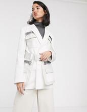 Фото Блейзер в стиле милитари с карманом из искусственной кожи и поясом ASOS DESIGN premium-Бeлый