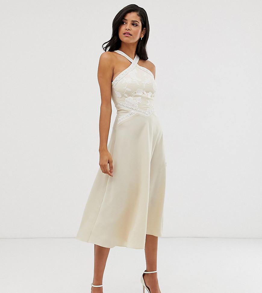 Little Mistress | Короткое приталенное платье миди кремового цвета с вышивкой и перекрещенной отделкой на воротнике Little Mistress Таll-Кремовый | Clouty