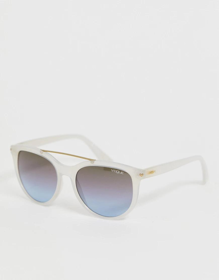Vogue | Солнцезащитные очки с затемненными стеклами в белой оправе Vоgие-Мульти | Clouty