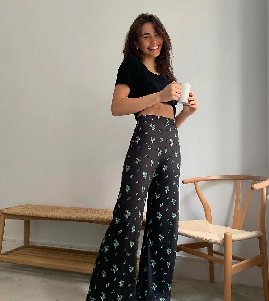 Reclaimed Vintage | Широкие расклешенные брюки с цветочным принтом Reclaimed Vintage-Cepый | Clouty