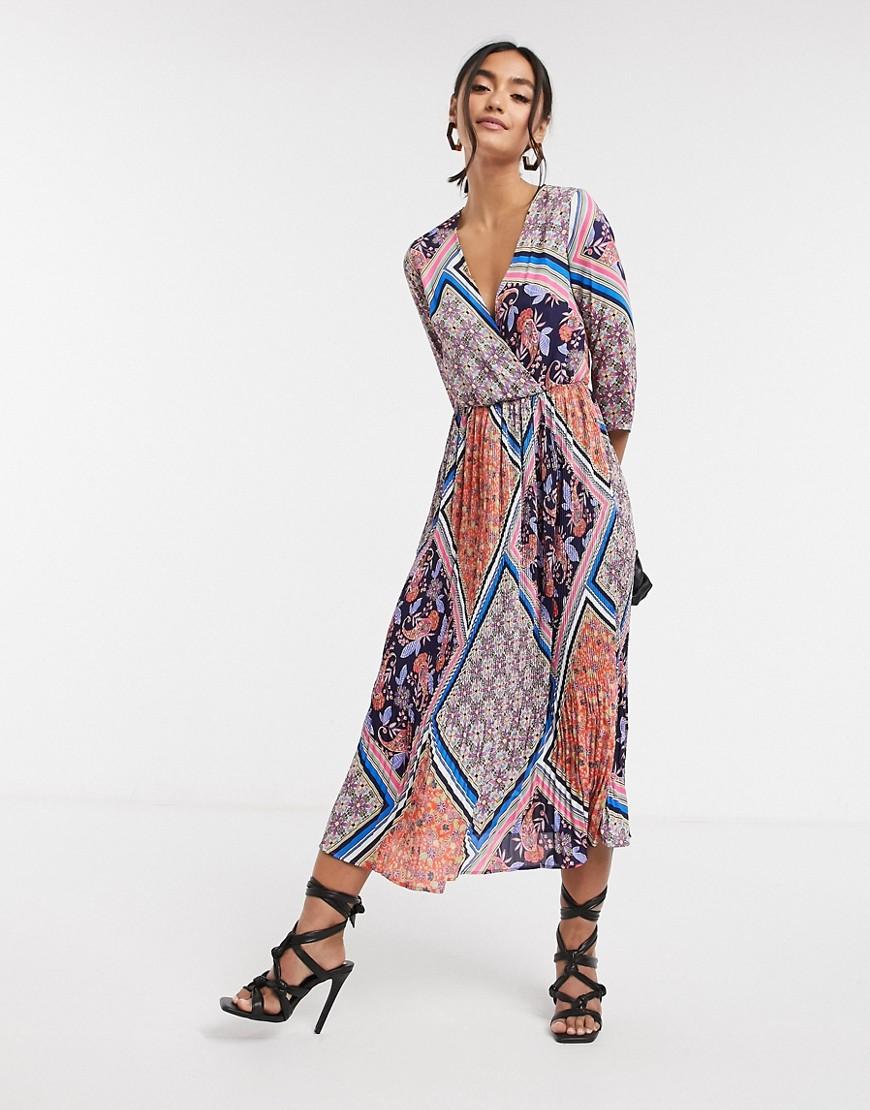 Liquorish   Платье миди с V-образным вырезом и принтом Liquorish-Myльтu   Clouty